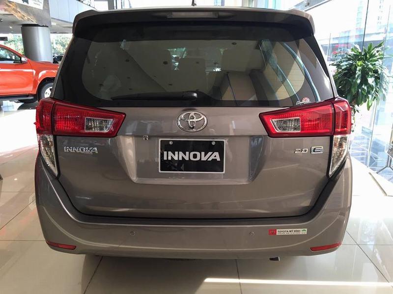 131583003311792268 duoi xe toyota innova 2.0e - Innova 2020: khuyến mãi và giá xe tháng [hienthithang]