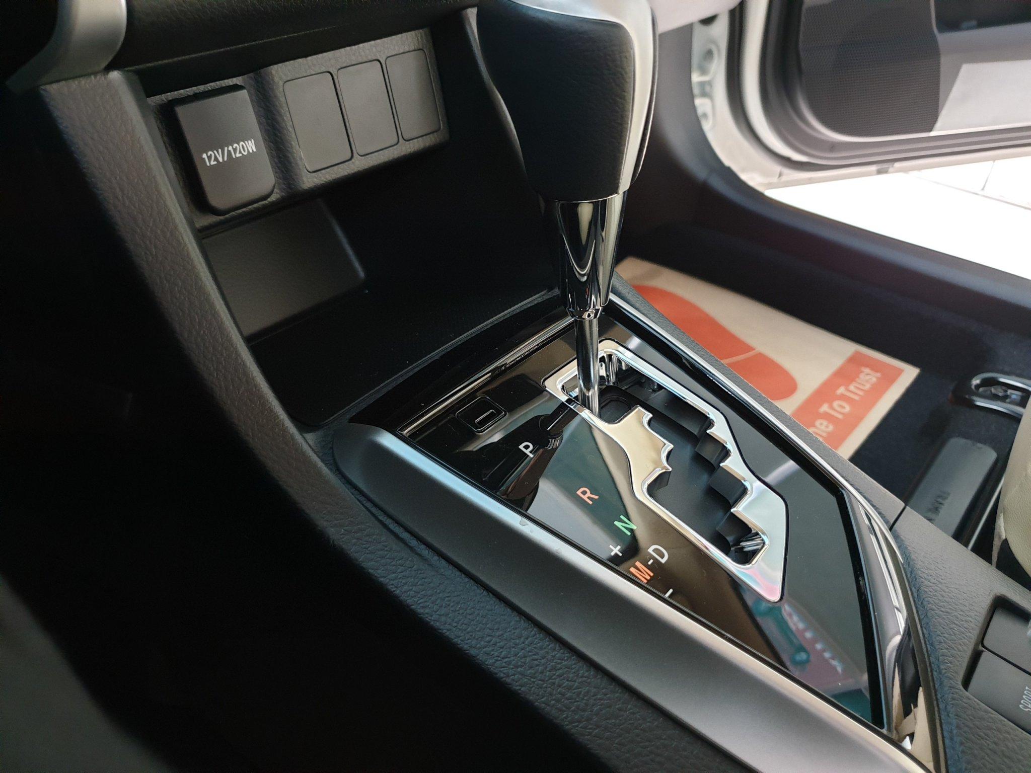 Altis 1.8 G CVT ảnh 15 - Altis 1.8 G CVT [hienthinam]: khuyến mãi và giá xe cập nhật mới