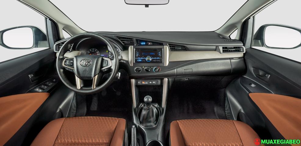 Innova E ảnh 1 - So sánh Xpander và Innova: Chạy dịch vụ nên mua 7 chỗ hay 5+2