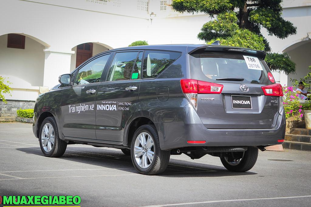 Toyota Innova 2.0 V ảnh 4 - Bảng giá xe Toyota [hienthinam] được cập nhật liên tục