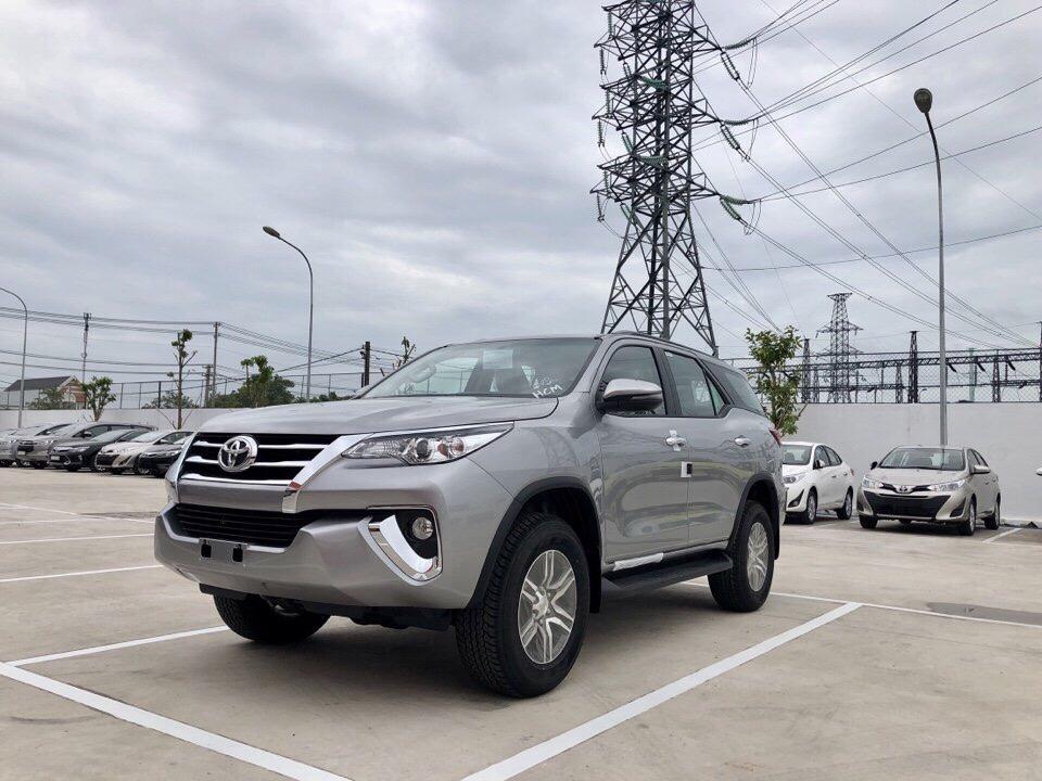 Đánh giá Toyota Fortuner 2.7 V 4x2 lăn bánh mua xe trả góp tại TPHCM ảnh 15 - Fortuner 2.7 V 4x2 AT [hienthinam]: giá xe và khuyến mãi mới