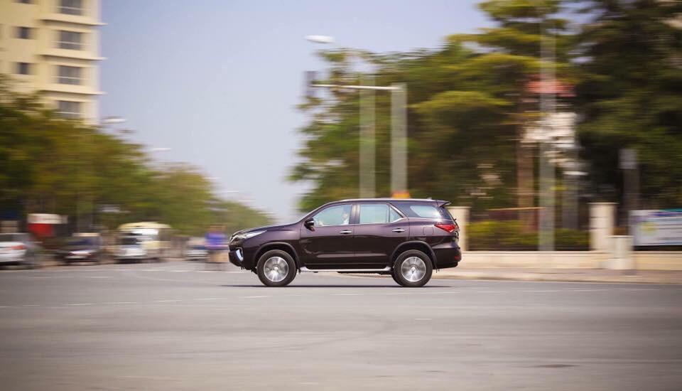 Đánh giá Toyota Fortuner 2.7 V 4x2 lăn bánh mua xe trả góp tại TPHCM ảnh 17 - Fortuner 2.4G 4x2 AT [hienthinam]: giá xe và khuyến mãi mới