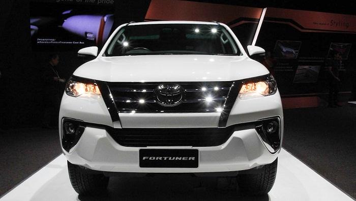 Đánh giá Toyota Fortuner 2.7 V 4x2 lăn bánh mua xe trả góp tại TPHCM ảnh 18 - Fortuner 2.7 V 4x2 AT [hienthinam]: giá xe và khuyến mãi mới