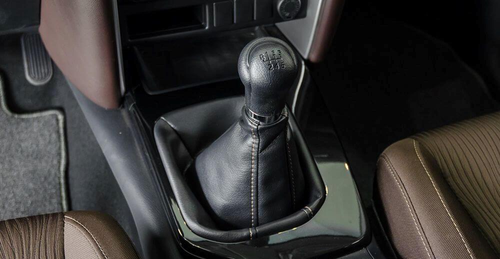 Hộp số sàn 6 cấp - Toyota Fortuner: giá xe và khuyến mãi cập nhật tháng [hienthithang]/[hienthinam]