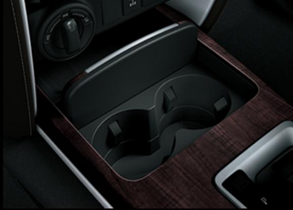 Ngăn chứa đồ Fortuner - Fortuner 2.7 V 4x2 AT [hienthinam]: giá xe và khuyến mãi mới