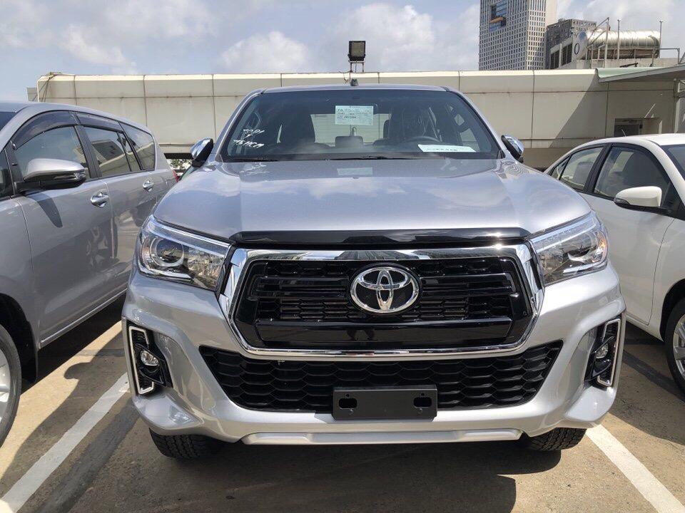 Đánh giá bán tải Toyota Hilux 2020