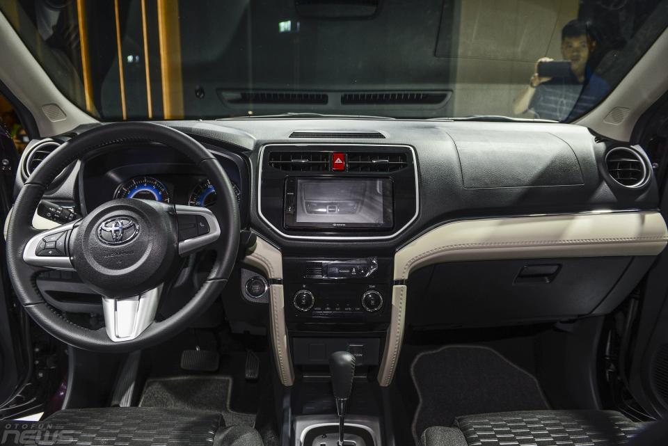 Bản điều khiển trung tâm Toyota Rush - Toyota Rush: giá xe và khuyến mãi tháng [hienthithang]