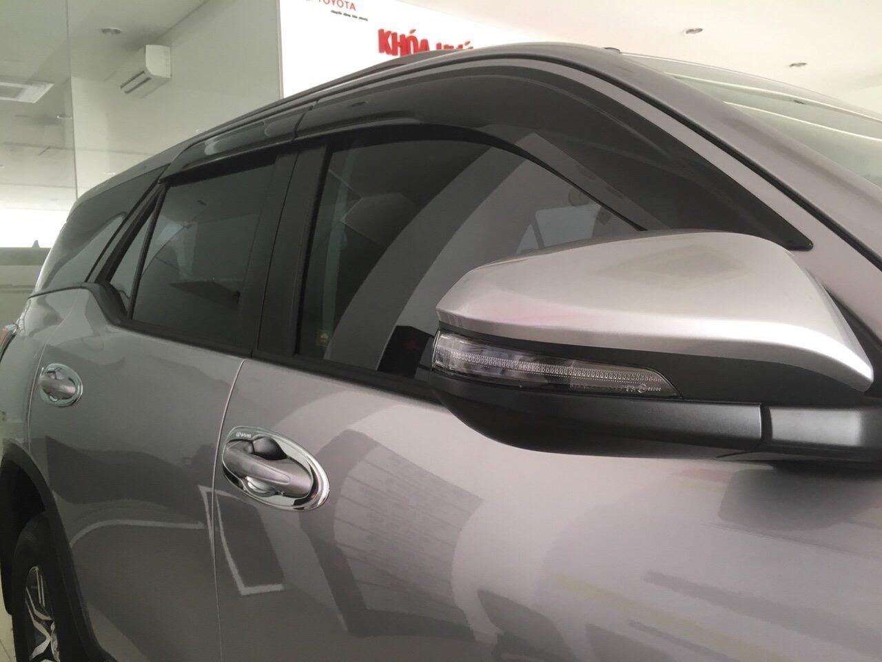 Fortuner 2.4G 4x2 AT màu bạc ảnh 4 - Fortuner 2.4 G MT [hienthinam] (máy dầu, số sàn): giá xe và khuyến mãi mới