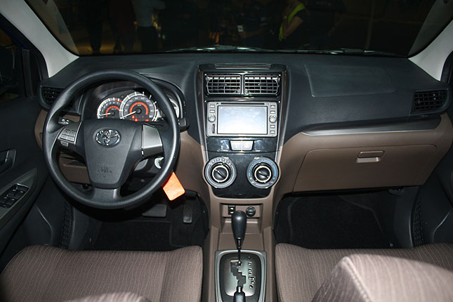 Toyota Avanza màu xanh ảnh 16 - Toyota Avanza: thông số và giá xe tháng [hienthithang]