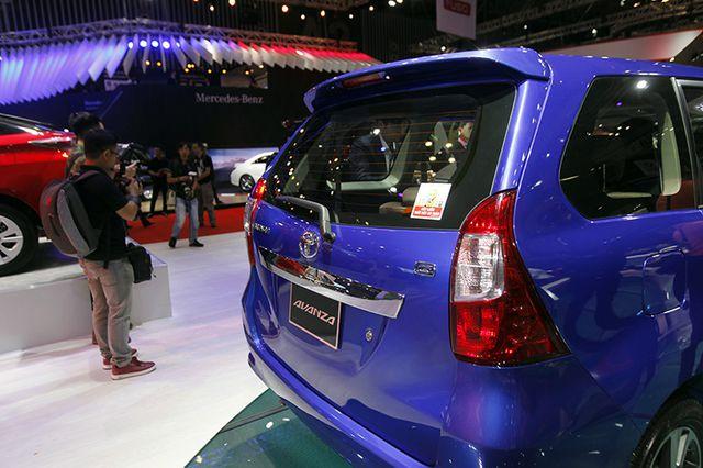 Toyota Avanza màu xanh ảnh 20 - Toyota Avanza: thông số và giá xe tháng [hienthithang]