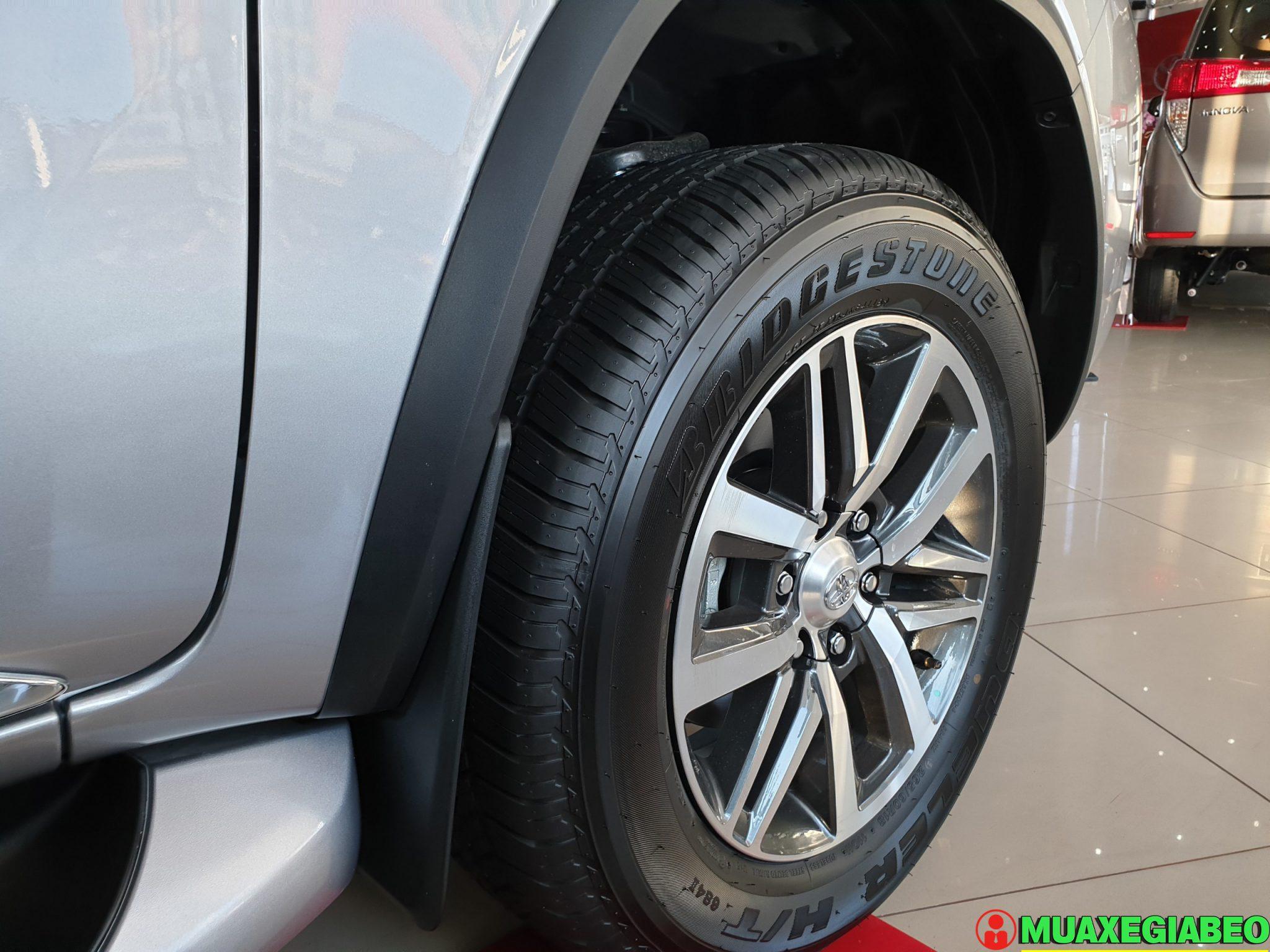 Toyota Fortuner 2.8 V diesel 4x4 AT Đánh giá thông số lăn bánh trả góp ảnh 6 - Fortuner 2.8 V 4WD [hienthinam]: giá xe và khuyến mãi mới