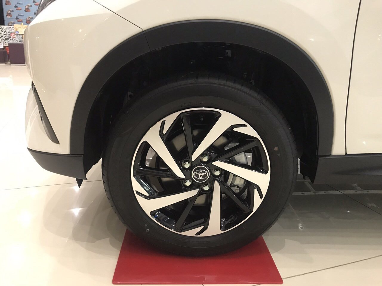 Toyota Rush màu trắng ảnh 6 - Toyota Rush: giá xe và khuyến mãi tháng [hienthithang]
