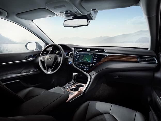 Nội thất trên xe Camry mới ảnh 3 - Camry 2019: khuyến mãi và giá xe cập nhật tháng [hienthithang]