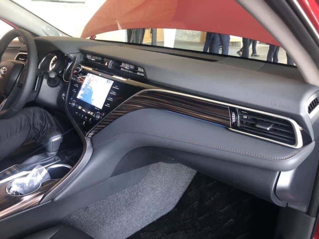 Nội thất trên xe Camry mới ảnh 4 - Camry 2019: khuyến mãi và giá xe cập nhật tháng [hienthithang]