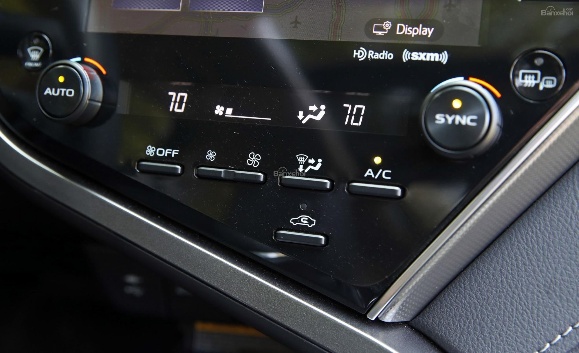 Nội thất trên xe Camry mới ảnh 7 - Camry 2019: khuyến mãi và giá xe cập nhật tháng [hienthithang]