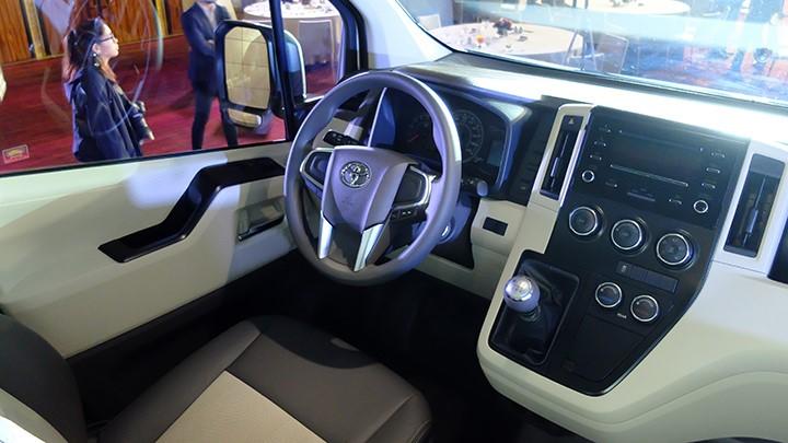 Toyota Hiace 16 chỗ máy dầu ảnh 41 - Toyota Hiace: khuyến mãi và giá xe cập nhật tháng [hienthithang]/[hienthinam]