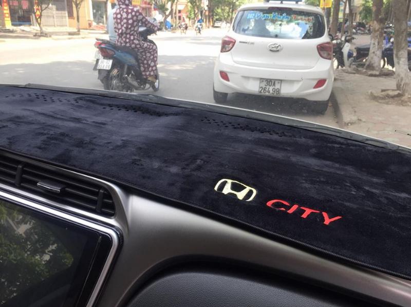 Thảm taplo - Phụ kiện Ô Tô phổ biến trên xe hiện nay