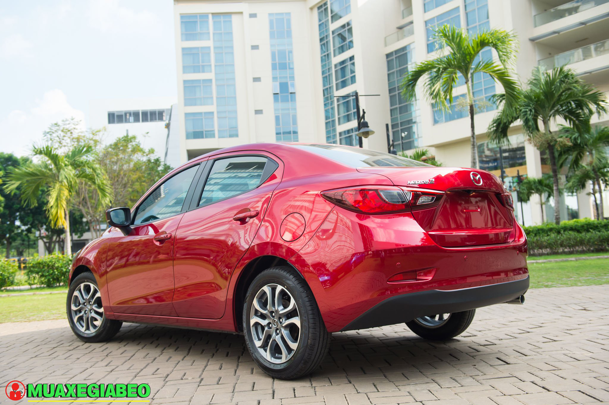 Xe Mazda 2 anh 23 - So sánh Vios và Mazda 2 Sedan: tầm 500-600 triệu nên nên xe 5 chỗ nào