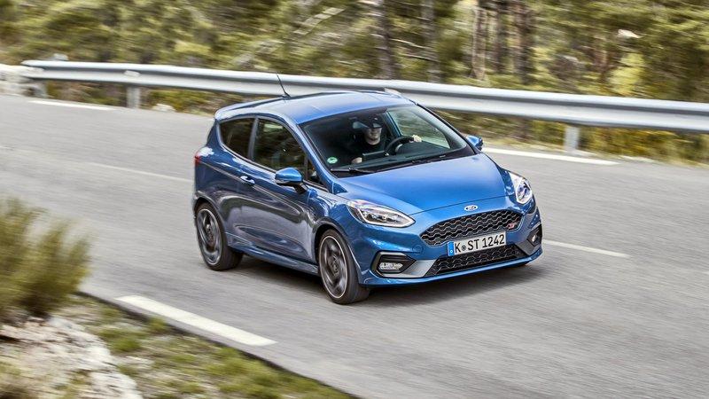 ford fiesta anh 10 - Ford Fiesta [hienthinam]: thông số, giá xe & khuyến mãi tháng [hienthithang]