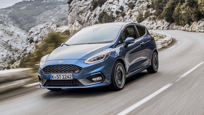 ford fiesta anh 12 - Ford Fiesta [hienthinam]: thông số, giá xe & khuyến mãi tháng [hienthithang]