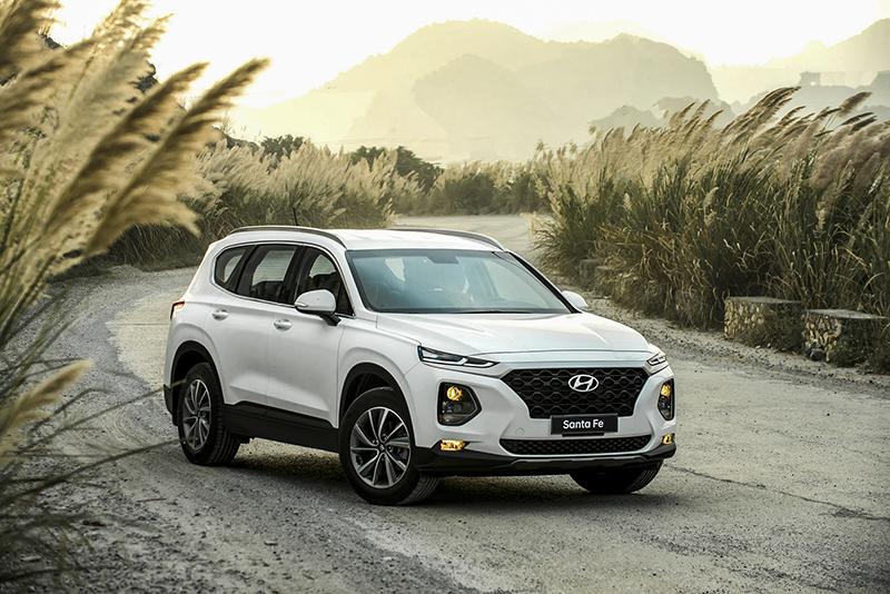 Hyundai Santafe 4 - Fortuner TRD [hienthinam]: giá xe và khuyến mãi mới