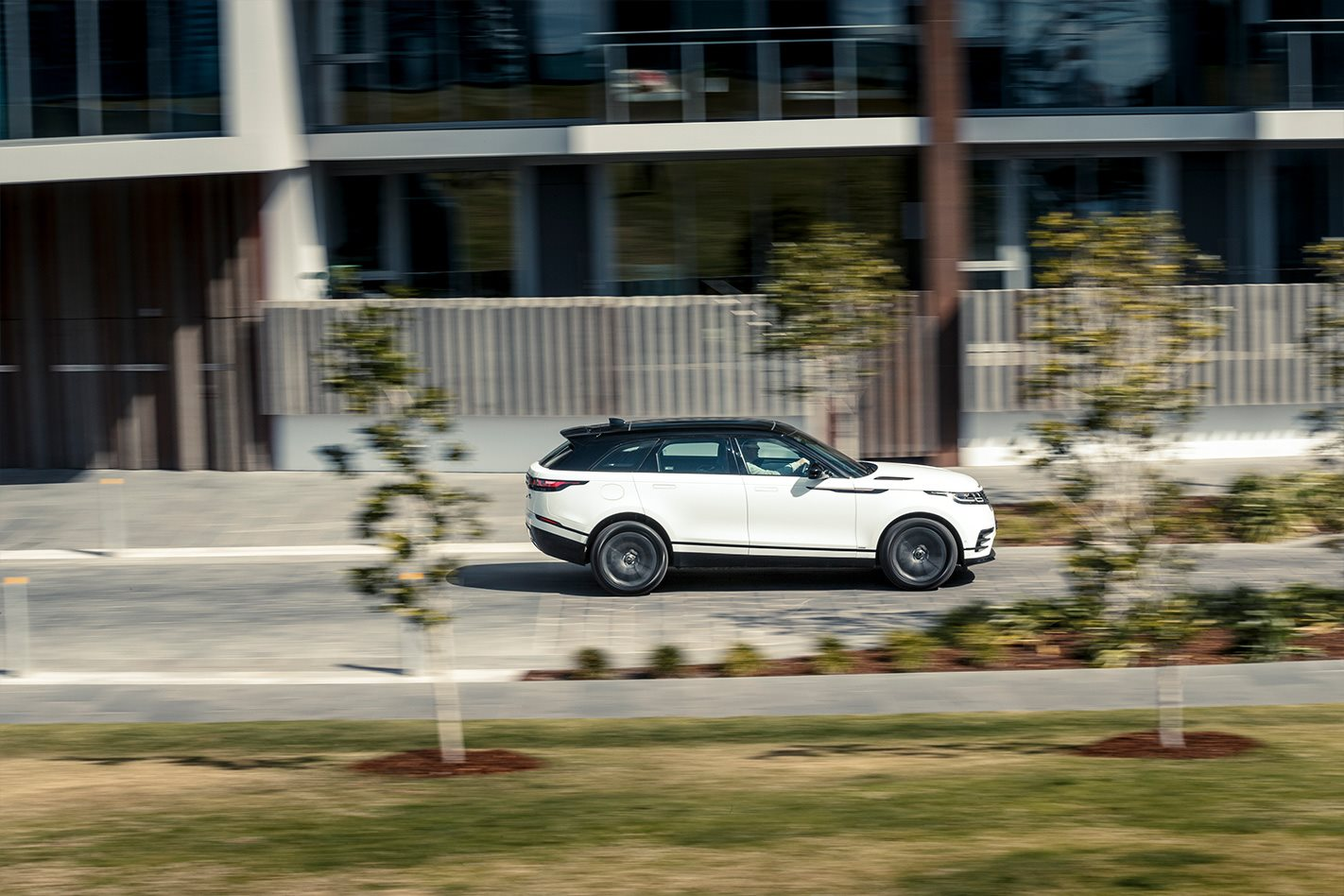danh gia xe range rover velar tai muaxegiabeo 12 - Đánh giá xe Land Rover Velar [hienthinam]: Xứng danh ông hoàng