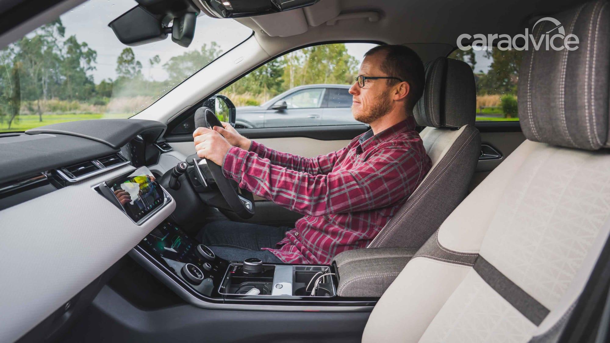 danh gia xe range rover velar tai muaxegiabeo 9 - Đánh giá xe Land Rover Velar [hienthinam]: Xứng danh ông hoàng