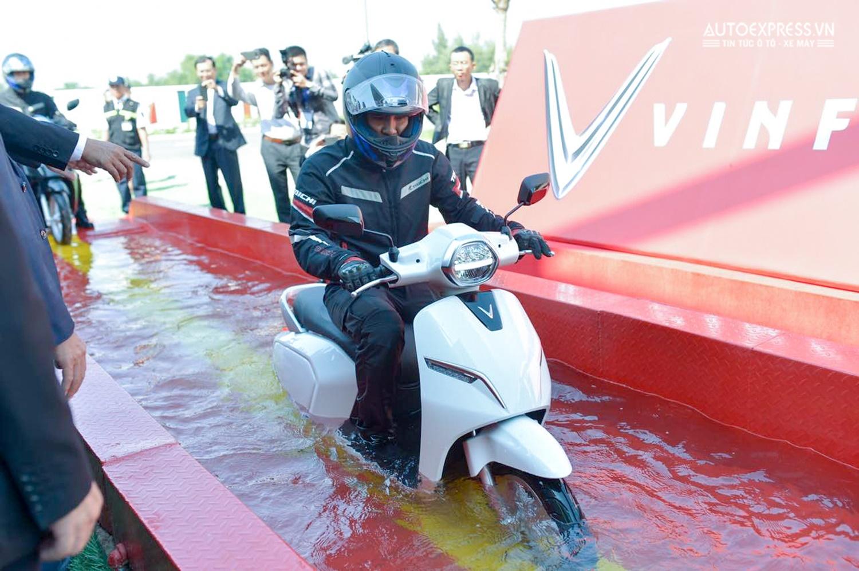 xe may dien vinfast klara tại muaxegiabeo 2 - Xe máy điện VinFast Klara