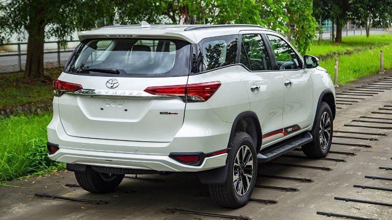 Xe Toyota Fortuner TRD 2019 tai muaxegiabeo 13 - Fortuner TRD [hienthinam]: giá xe và khuyến mãi mới