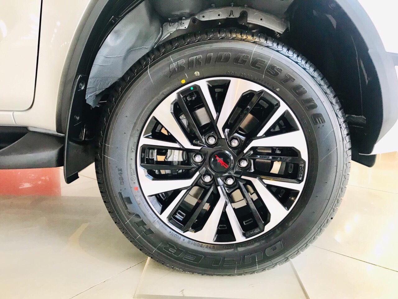 Xe Toyota Fortuner TRD 2019 tai muaxegiabeo 5 - Fortuner TRD [hienthinam]: giá xe và khuyến mãi mới