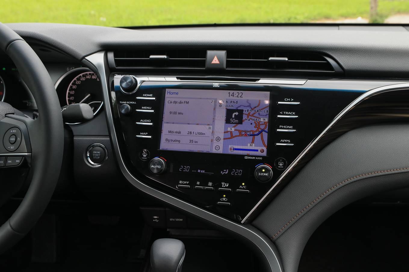 danh gia xe toyota camry 2020 anh 06 - Camry 2020: giá xe và khuyến mãi tháng [hienthithang]