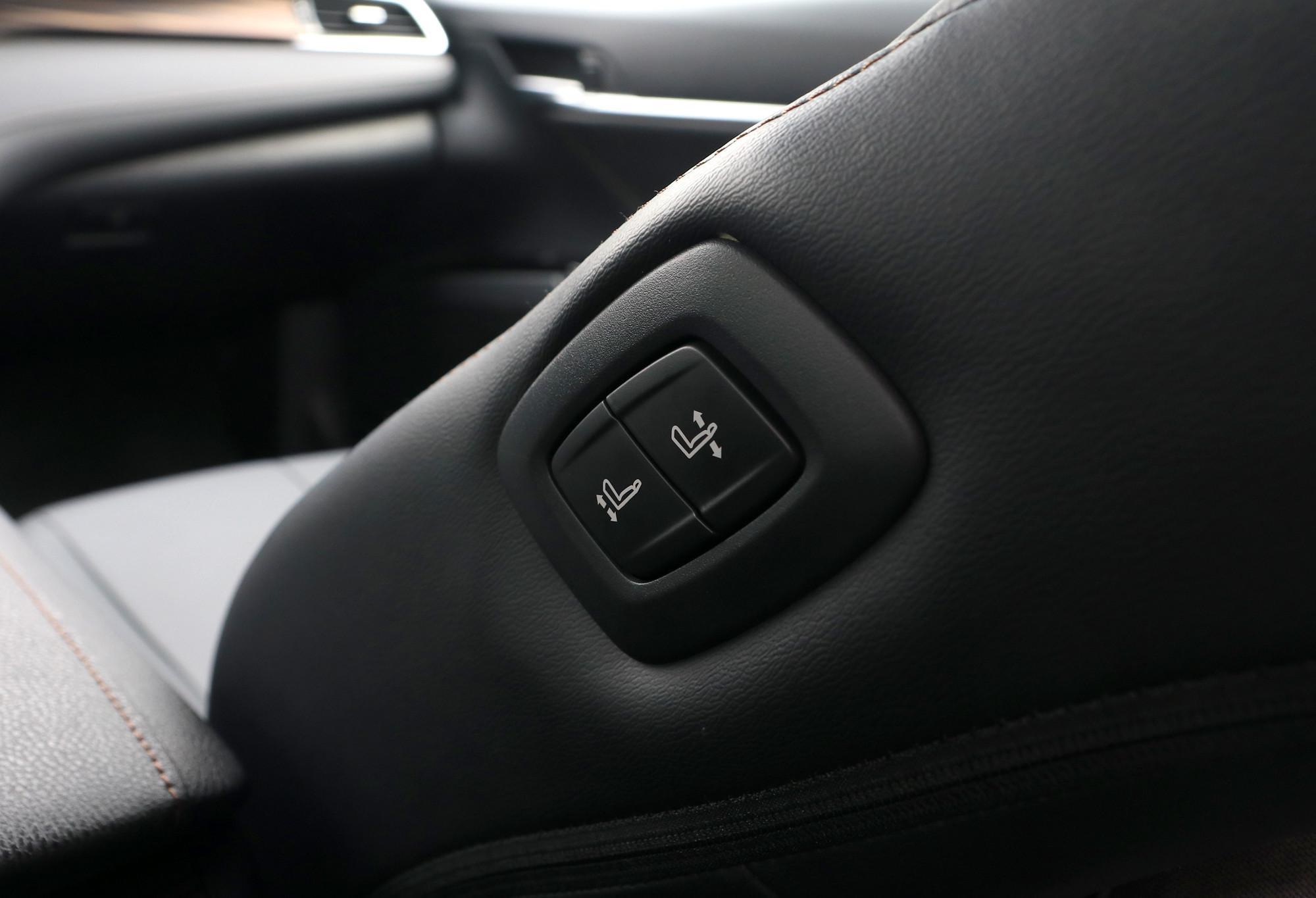 danh gia xe toyota camry 2020 anh 07 - Camry 2020: giá xe và khuyến mãi tháng [hienthithang]