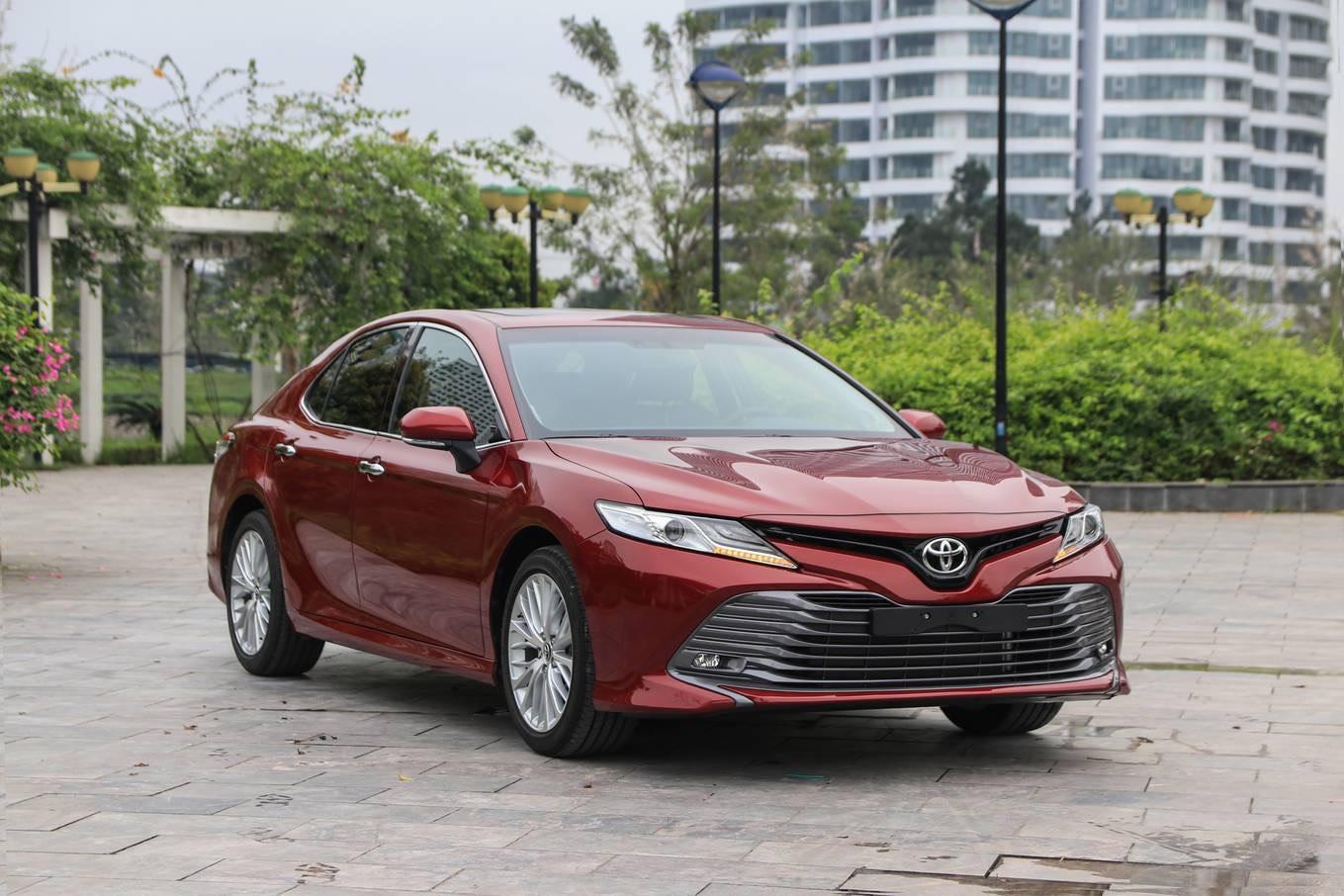Toyota Camry 2020: Đánh giá chi tiết, thông số, lăn bánh trả góp