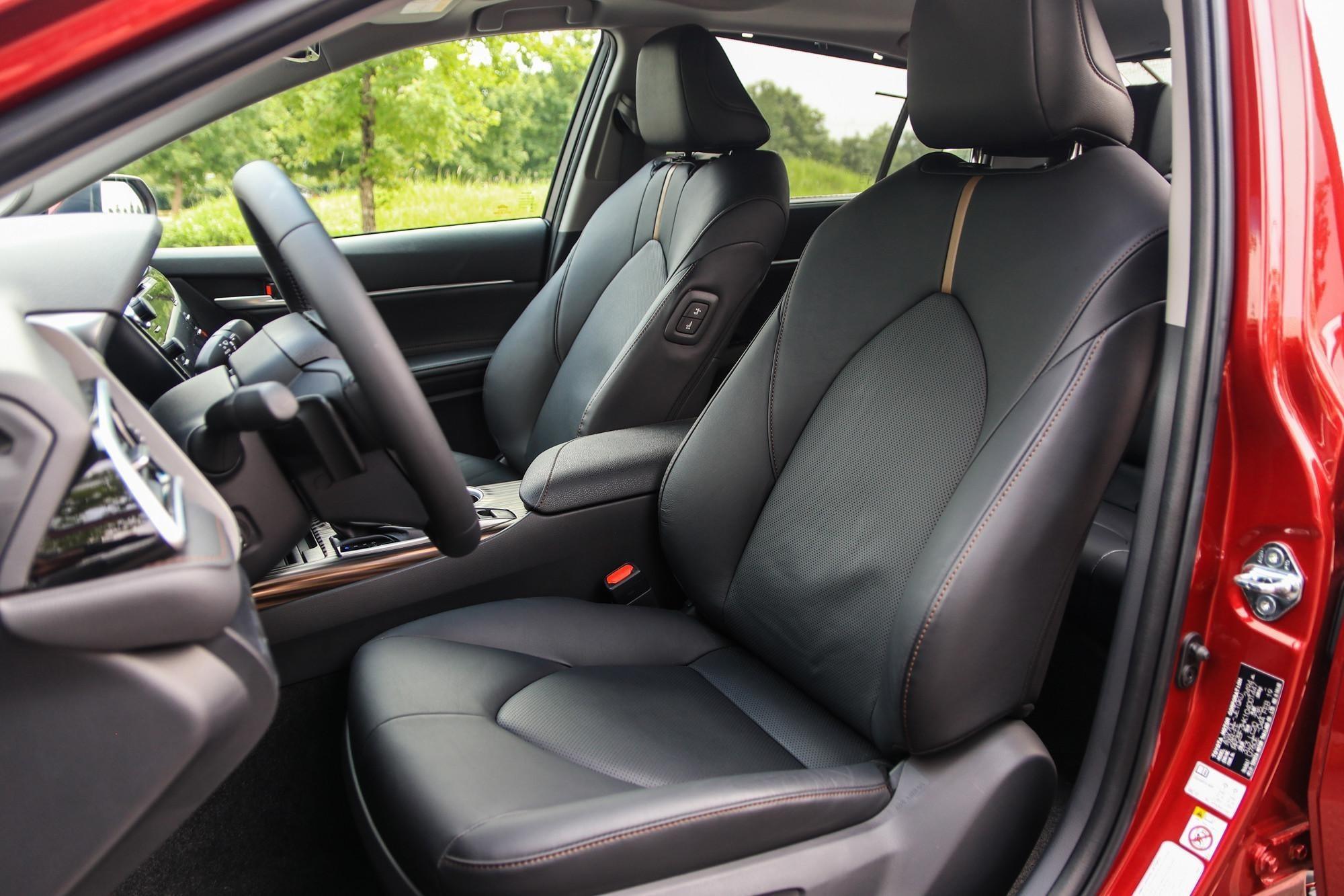 danh gia xe toyota camry 2020 anh 17 - Camry 2020: giá xe và khuyến mãi tháng [hienthithang]