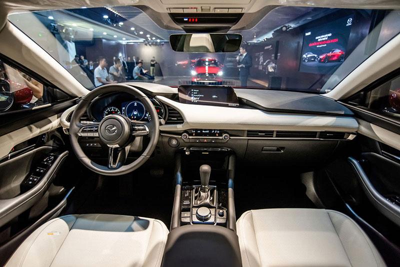 Mazda 3 4 - So sánh Honda City và Mazda 3: Đi cá nhân nên mua xe nào hợp lý